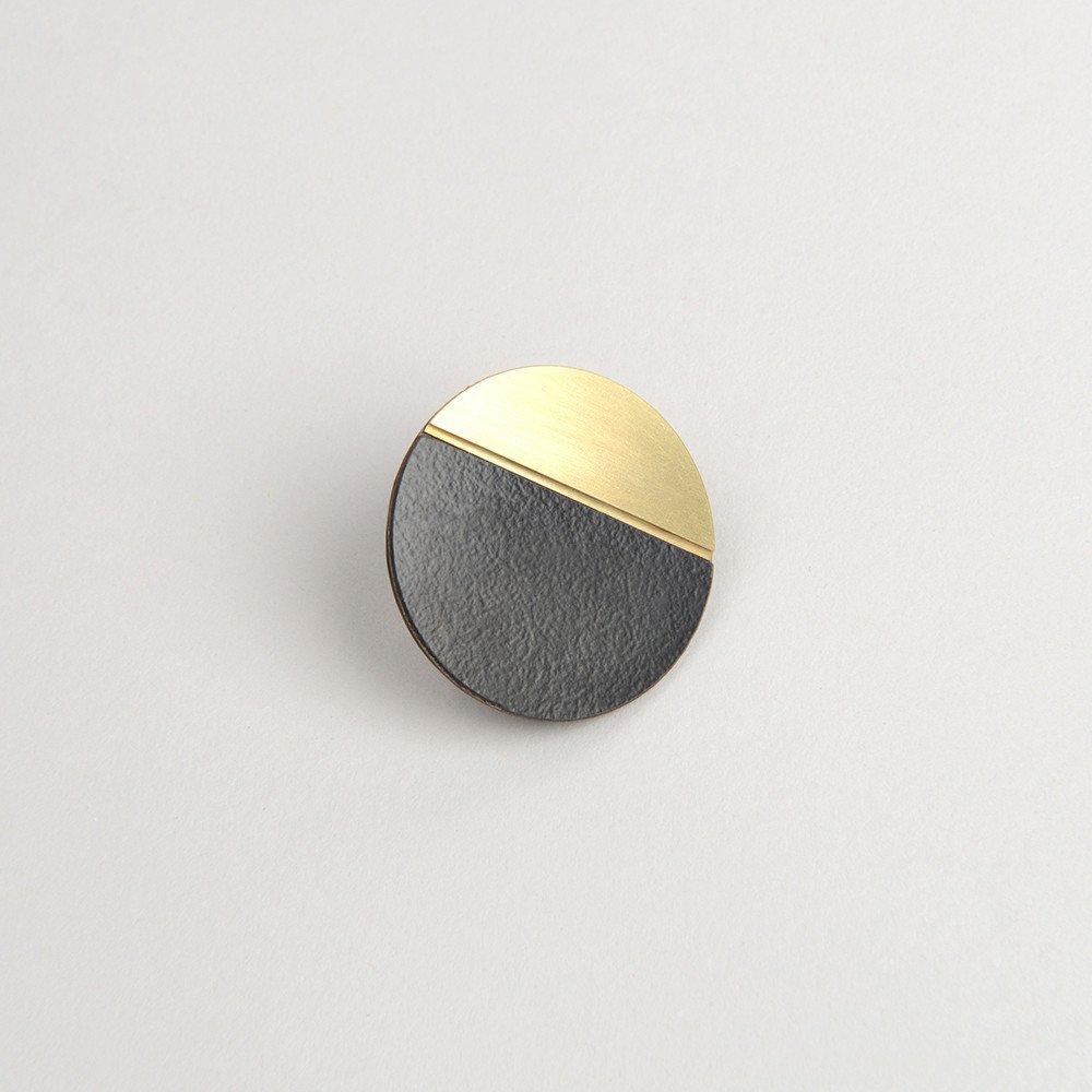 Form Circle Pin Brass & Black