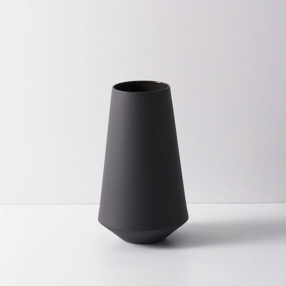 Sculpt Vase Well Black